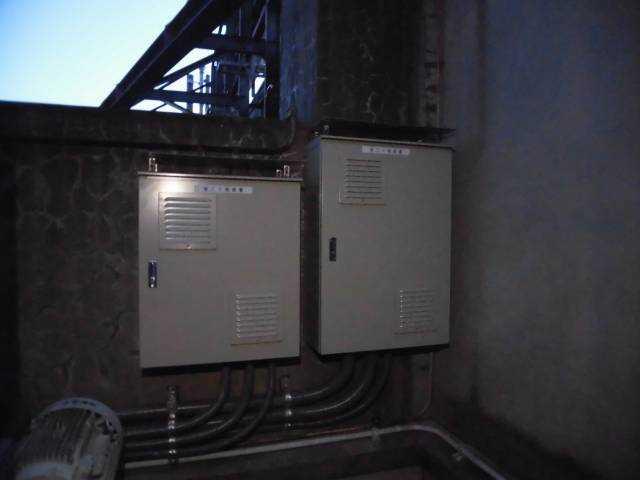 ※省エネ冷温水ポンプ制御盤設置後の使用電力削減量 計測中。